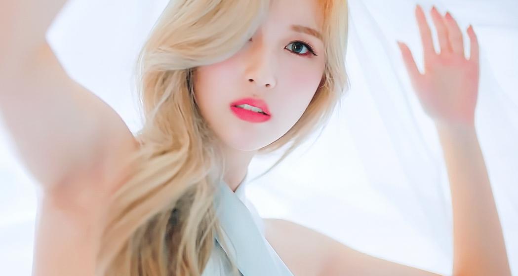 Visual đẹp như tiên tử của Mina.