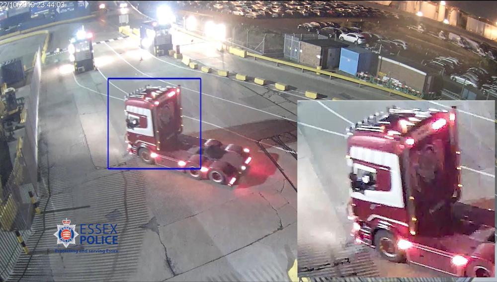 CCTV ghi lại chiếc xe đầu kéo của Maurice Robinson đến cảng Purfleet vào ngày 22/10.
