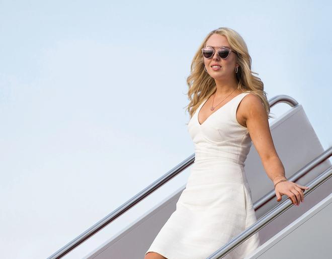 Tiffany Trump nổi tiếng với cuộc sống xa hoa, trải đầy và những đặc quyền của con gái tổng thống. Cô nàng được cho là thuộc hội con nhà giàu Instagram. Bạn bè của cô cũng đều là những người giàu có nổi tiếng. Tiffany Trump hẹn hò với bạn trai tỷ phú người Nigeria tên Michael Boulos, song cô khá kín tiếng về cuộc tình này.