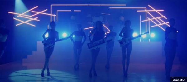 Phong cách MV này là đặc trưng của nhà SM, JYP hay YG? - 21
