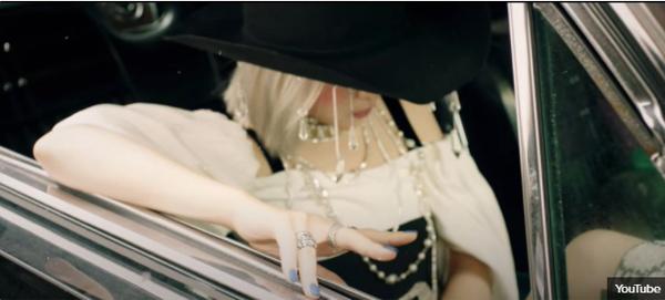 Phong cách MV này là đặc trưng của nhà SM, JYP hay YG? - 15