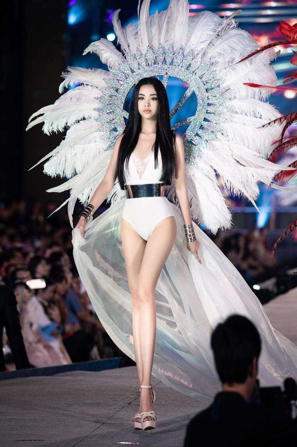 Vòng thi Người đẹp Biển của Hoa hậu Việt Nam 2020 diễn ra tối 12/11 tại TP Vũng Tàu.