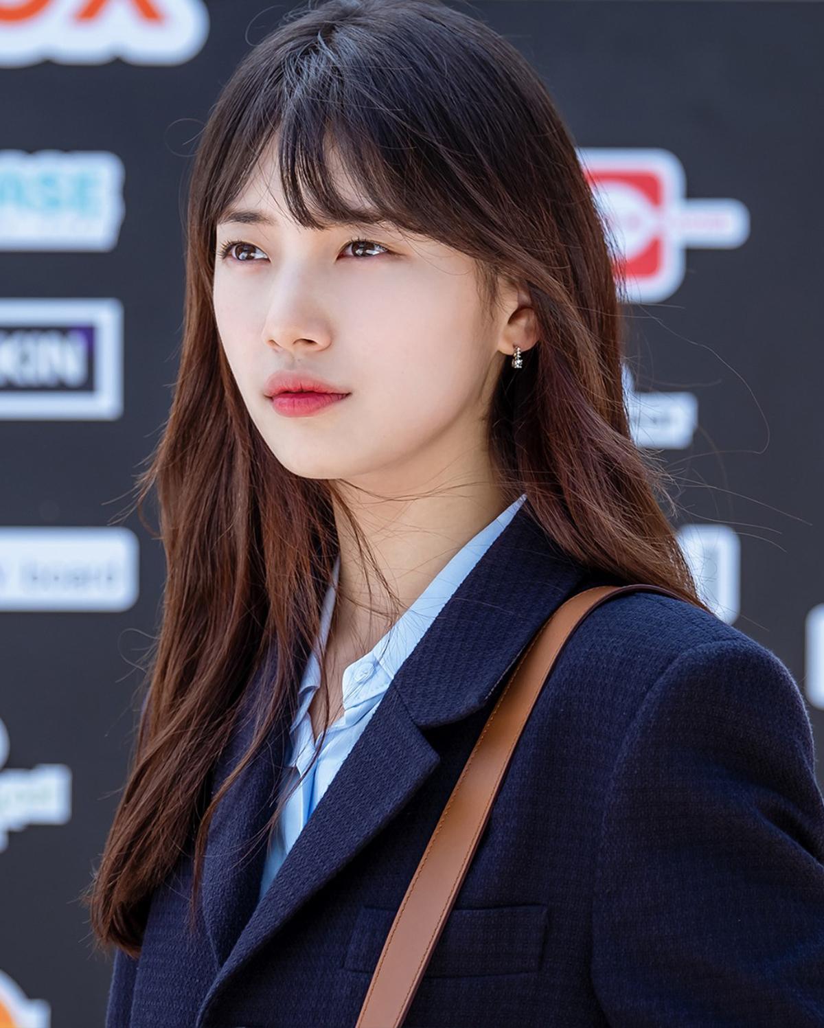 Nhiều năm trôi qua, mỹ nhân Hàn vẫn ưa chuộng cách tô son lòng môi trên phim. Đây là công thức làm đẹp đơn giản mà không lỗi mốt, giúp các cô gái hack tuổi dễ dàng.