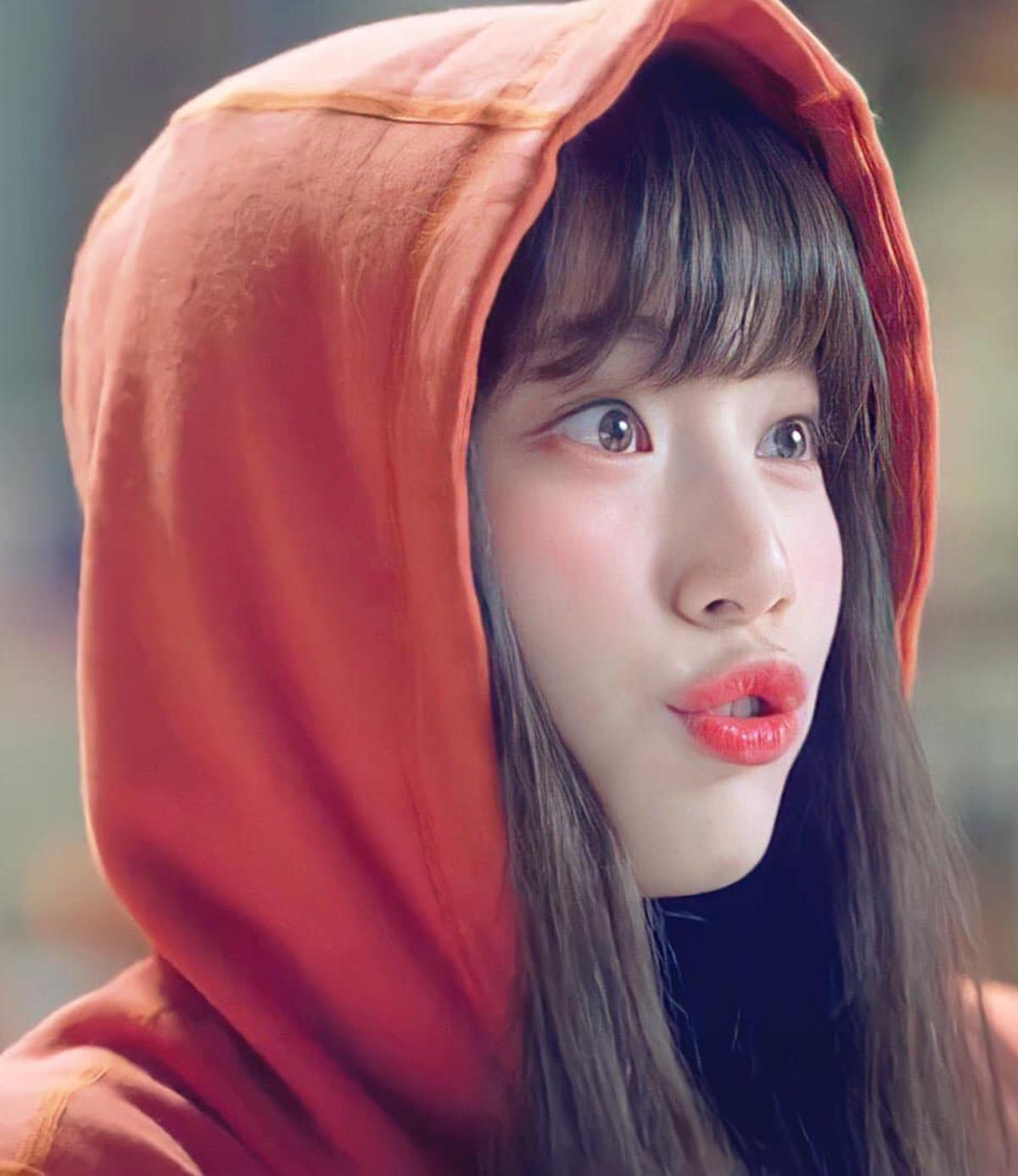 Nữ diễn viên thường tô son không quá bóng để tránh bị sến. Bên cạnh đó, cô cũng ưa chuộng các gam màu dễ chiều, dễ kết hợp trang phục như cam, hồng cam...