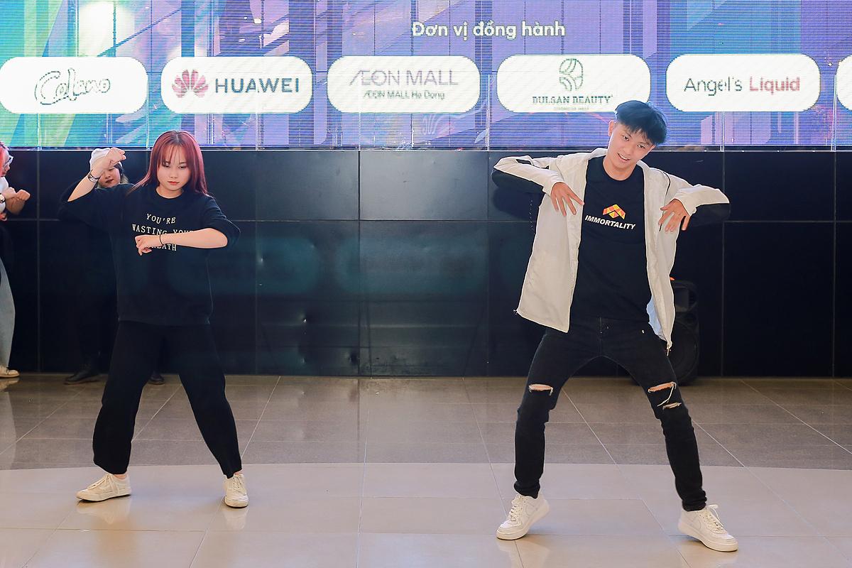 Giới trẻ cháy hết mình tại Random Dance in Public - 10