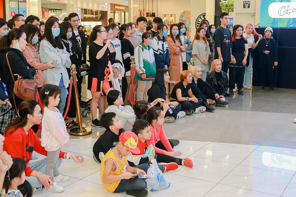 Giới trẻ cháy hết mình tại Random Dance in Public - 14