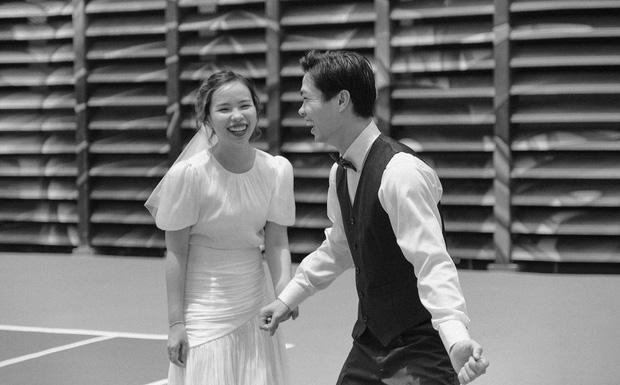 Công Phượng cười tít mắt bên Viên Minh trong loạt ảnh cưới - 2