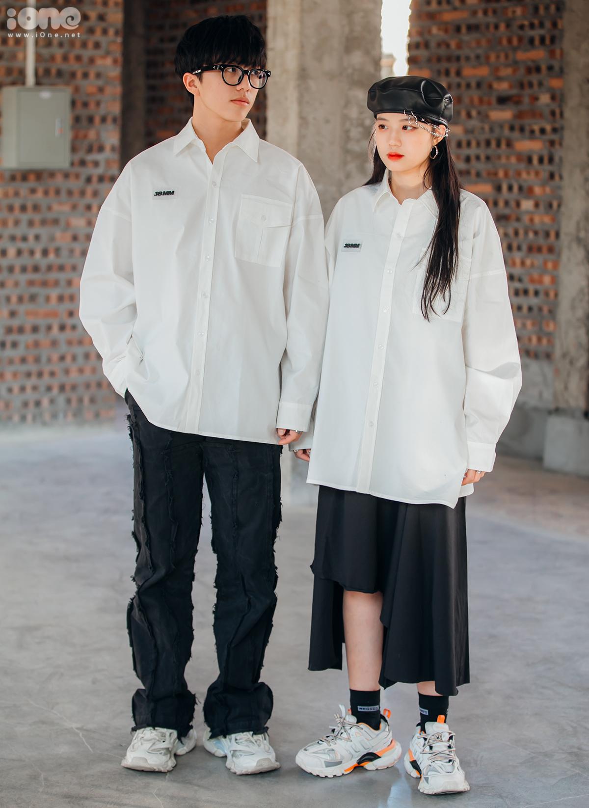 Một cặp đôi rủ nhau phối đồ tông xuyệt tông phong cách streetwear ngổ ngáo. Chiếc sơ mi oversized được cả hai lựa chọn để làm điểm chung cho phong cách.