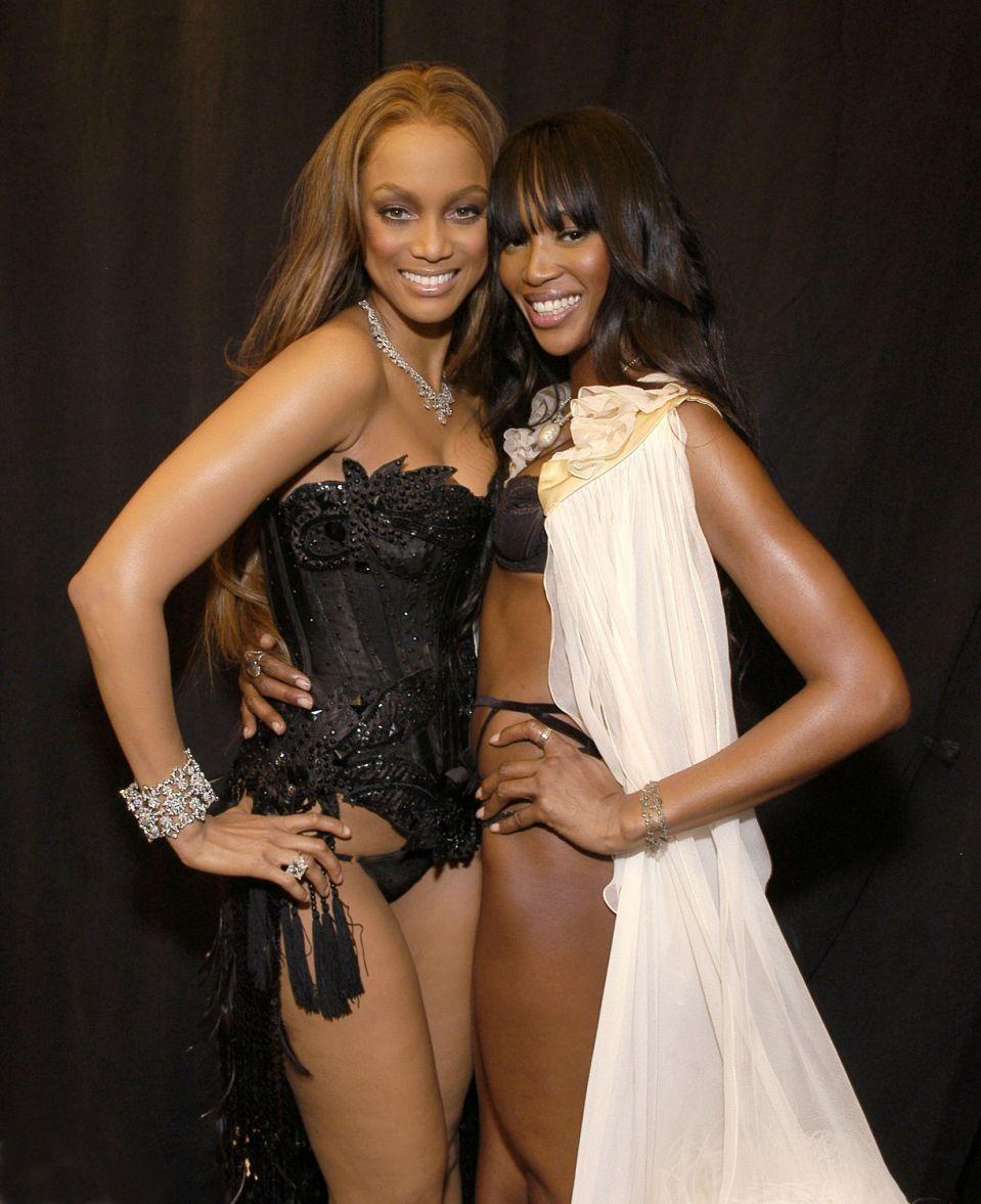 Tyra Banks and Naomi Campbell. Ảnh: WireImage.
