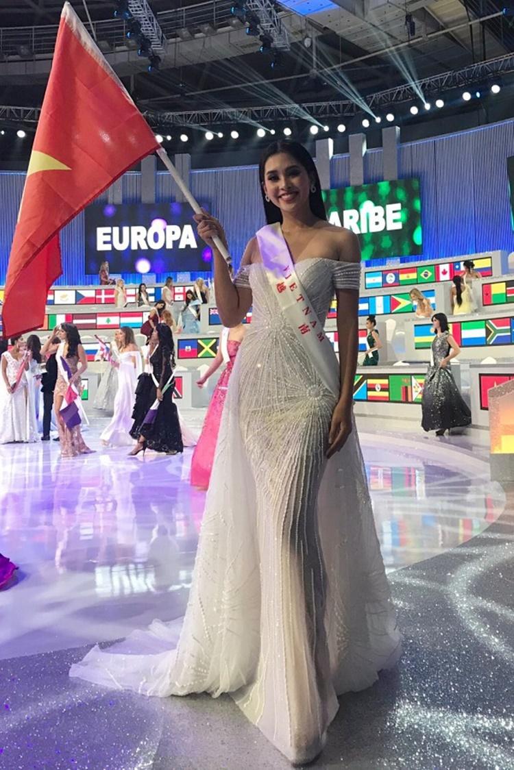 Sau khi đăng quang, Tiểu Vy đại diện Việt Nam dự thi Hoa hậu Thế giới cùng năm. Không có nhiều thời gian chuẩn bị cho cuộc thi nhưng Tiểu Vy vẫn tạo dấu ấn. Cô vào top 30 chung cuộc và nhận danh hiệu Top 5 Người đẹp nhân ái.
