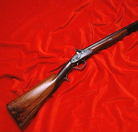 Một chiếc súng cổ công chúa làm quà tặng người tình.