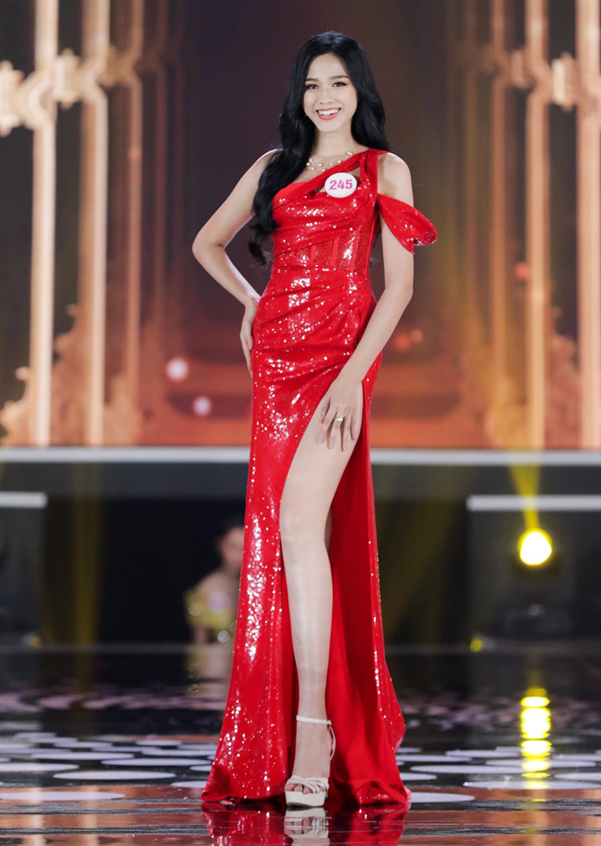 Trong chung kết, cô còn được trao giải phụ Người đẹp Truyền thông.