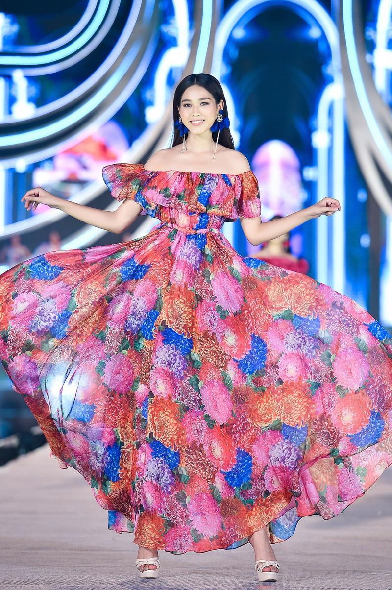 Trước khi thi Hoa hậu Việt Nam, Đỗ Thị Hà từng vào top 40 Hoa khôi Sinh viên Việt Nam.