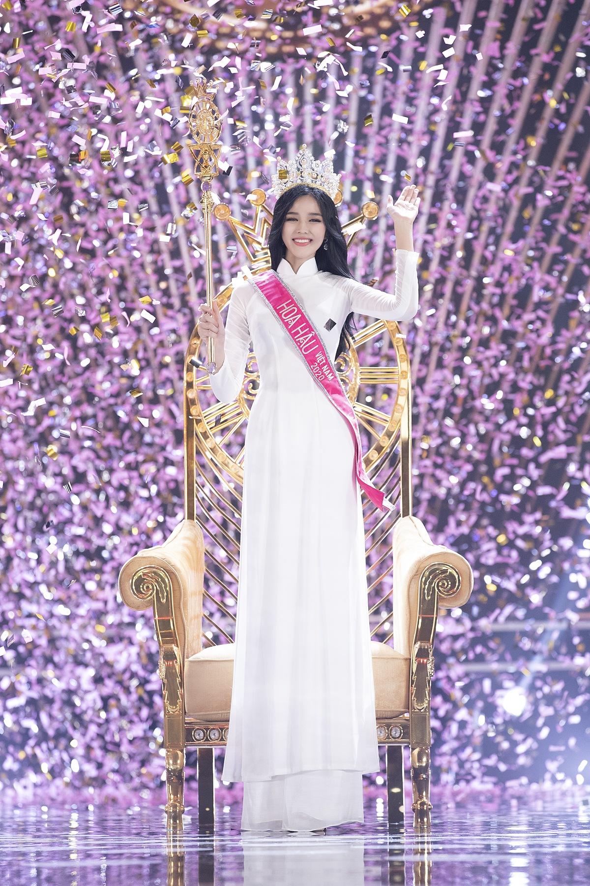 Chung kết Hoa hậu Việt Nam 2020 khép lại với ngôi vị cao nhất thuộc về Đỗ Thị Hà, sinh năm 2001, đến từ Thanh Hóa. Kết quả này không gây bất ngờ vì từ trước đêm thi cuối cùng, mỹ nhân 10x đã được nhiều người dự đoán đăng quang.
