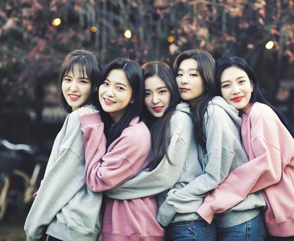 Red Velvet chuẩn bị trở lại với cả 5 thành viên.