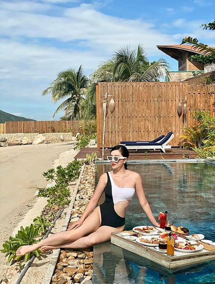 Bảo Thy mặc bikini, nghỉ dưỡng sang chảnh tại Nha Trang cùng ông xã.