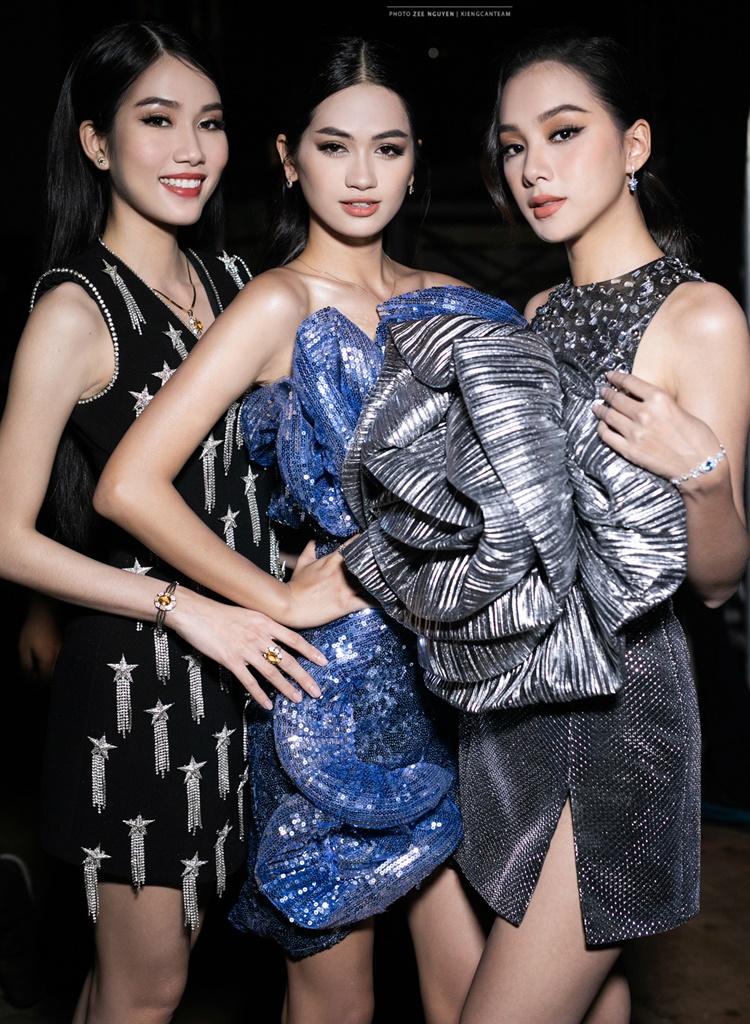 Top 35 diện trang phục của Trần Ninh Hưng. Bộ sưu tập được lên ý tưởng và thực hiện trong hai tháng với phom dáng trẻ trung, năng động và cá tính.