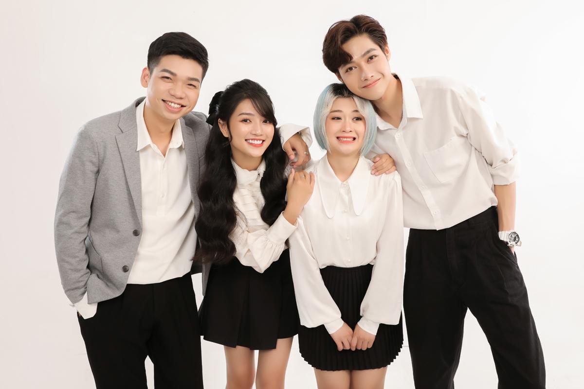 Mai Anh Tài (trái) và dàn idol mạng xã hội diễn xuất trong MV.
