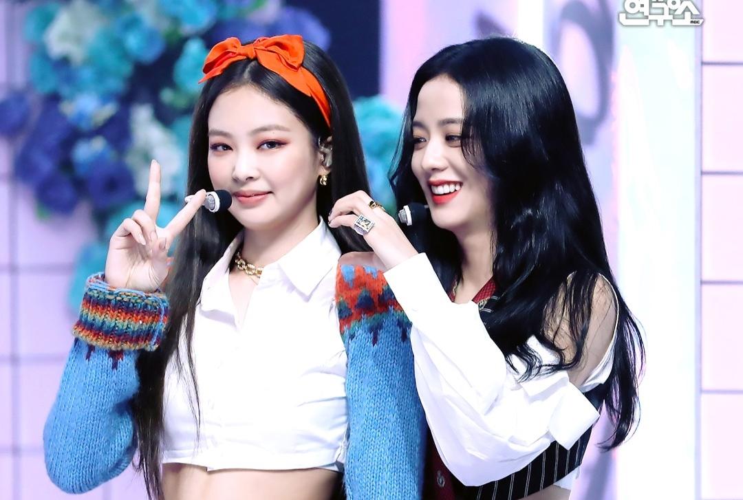 Hành động lạ của Ji Soo - Jennie (Black Pink) tại buổi phỏng vấn - 12