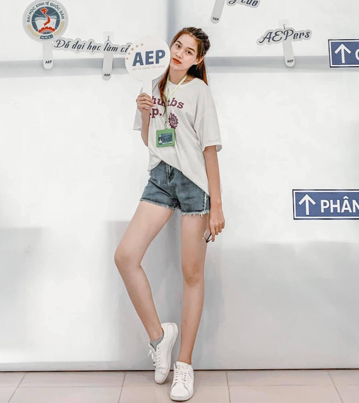 Đôi chân dài 1,11 m thẳng tắp chính là lợi thế của Đỗ Hà giúp cô chinh phục được mọi style quần áo cơ bản.
