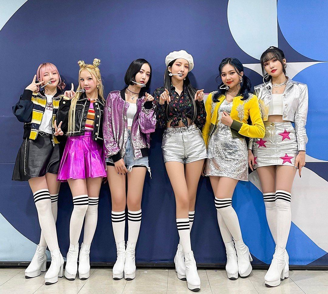 Cặp chân dài chuẩn mẫu của So Won nổi bật trong các thành viên GFriend.