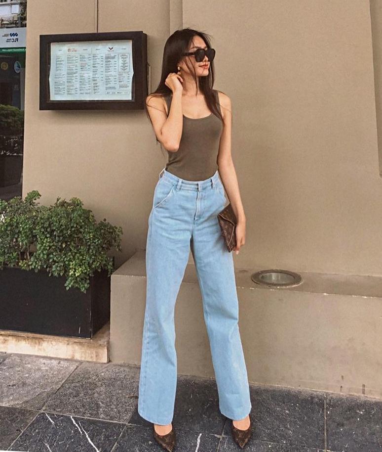 Không thể thiếu hàng hiệu trong những bộ cánh dạo phố của cô tiểu thư lá ngọc cành vàng. Nhiều set đồ street style được Hải My phối với phụ kiện đắt đỏ.