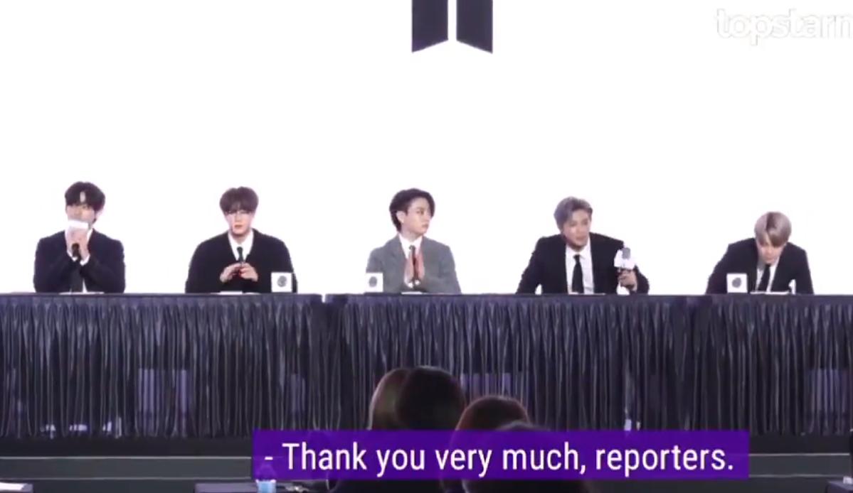 V (BTS) có phản ứng dễ cưng như em bé khiến phóng viên cũng phải bật cười - 4