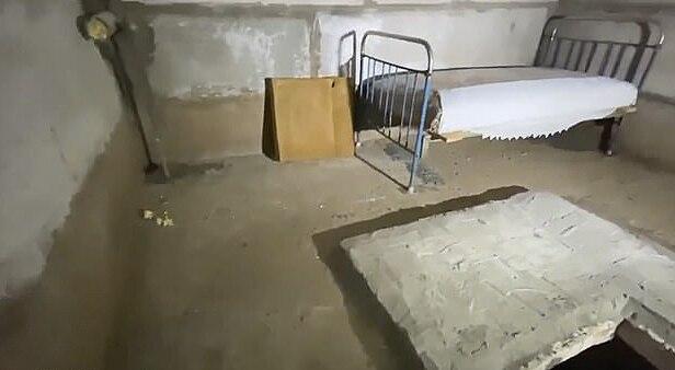 Hình ảnh căn phòng nơi cậu bé 7 tuổi bị giam cầm.