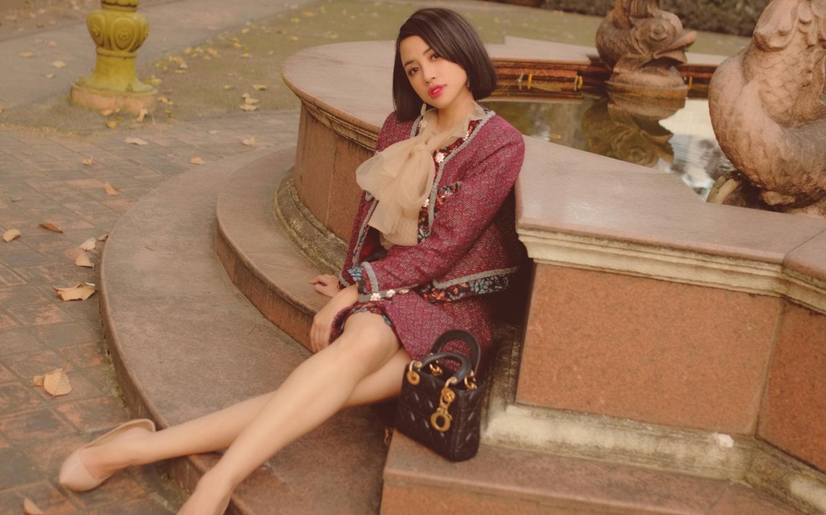 Được biết đến là một người mẫu/ diễn viên có phong cách thời trang đa dạng, mới đây, Thiên Nga bất ngờ xuất hiện với hình ảnh ngọt ngào, trang nhã đánh dấu sự trở lại của mình sau thời gian dành thời gian cho những dự án cá nhân.