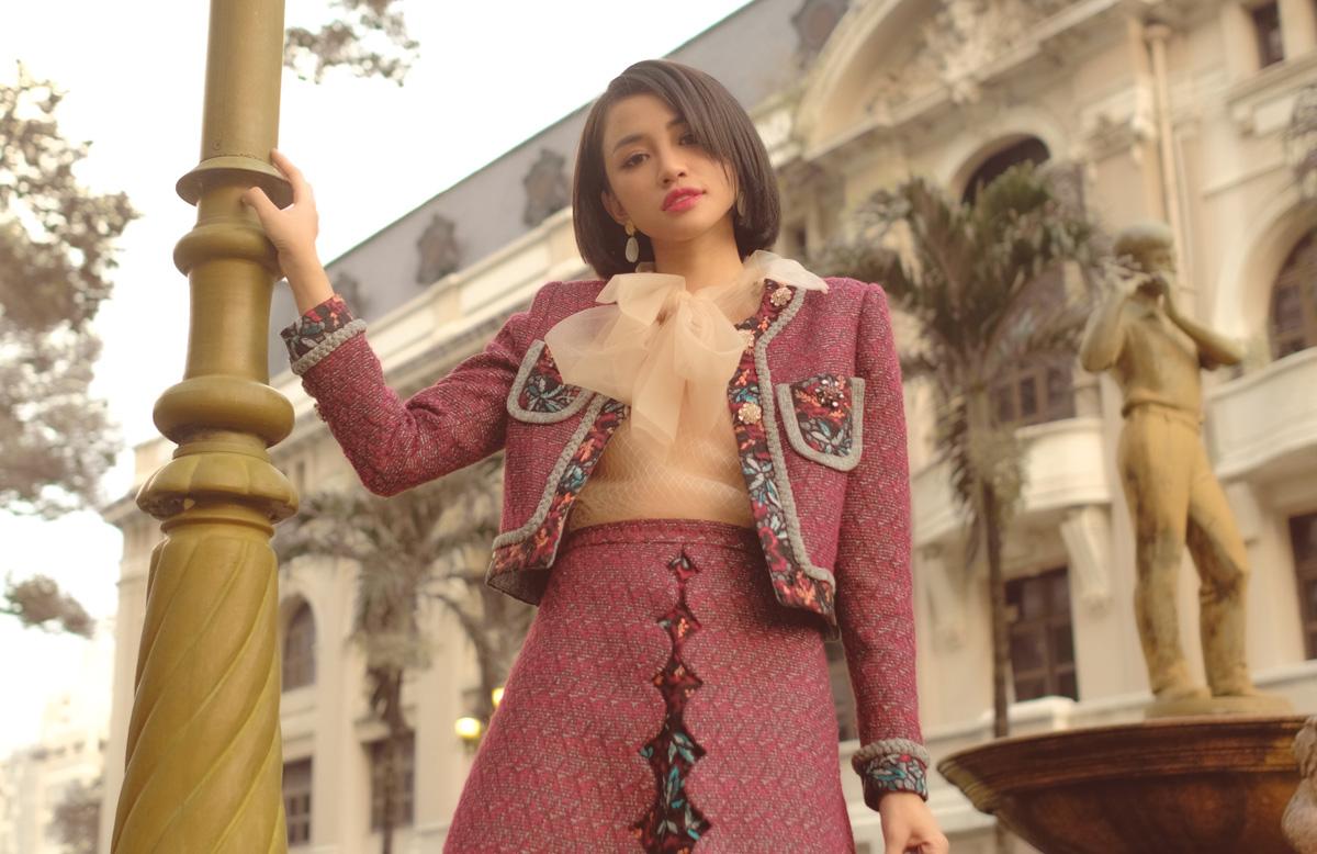 Bên cạnh nhan sắc và trang phục, vóc dáng của Thiên Nga cũng là một trong những điểm cộng lớn cho cô mỗi khi xuất hiện. Sau quá trình tập luyện nghiêm ngặt cùng chế độ dinh dưỡng khoa học, nữ diễn viên tự tin biến hóa với nhiều phong cách khác nhau.