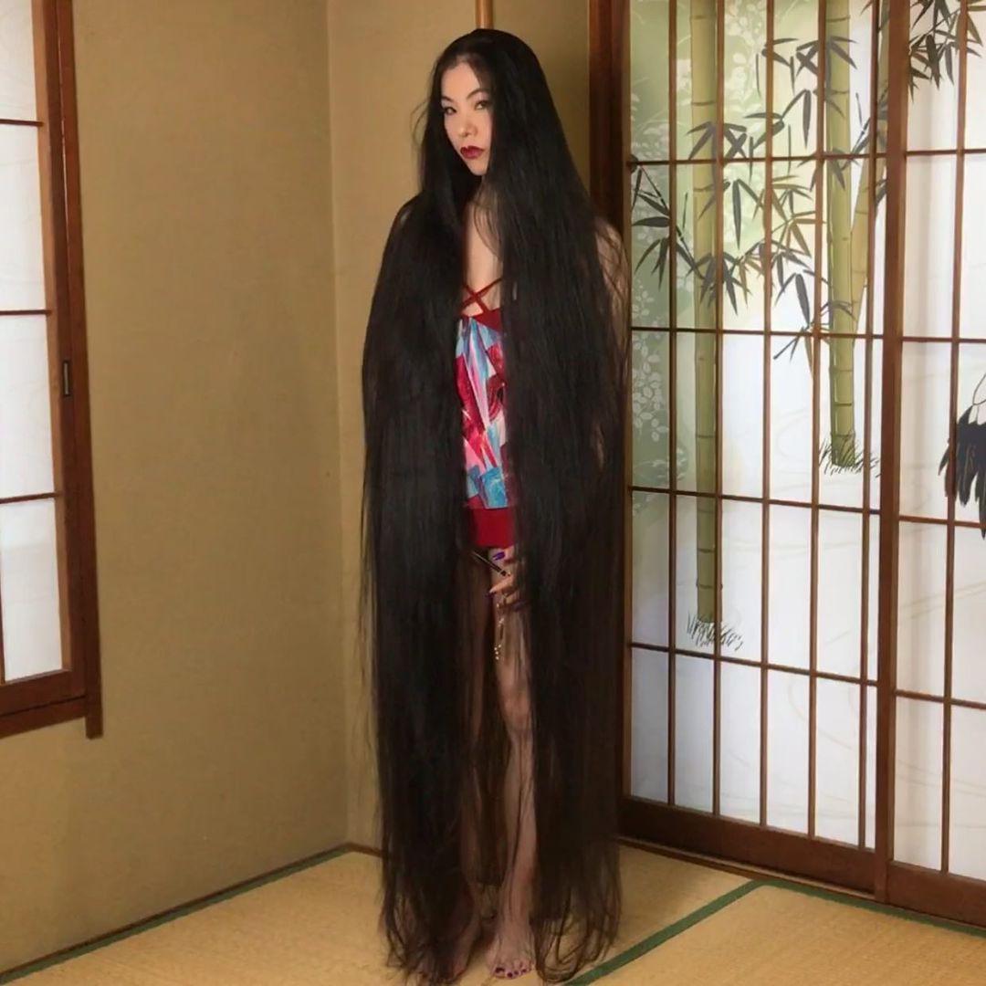 Mái tóc dài gần 2m của Rin Kambe.