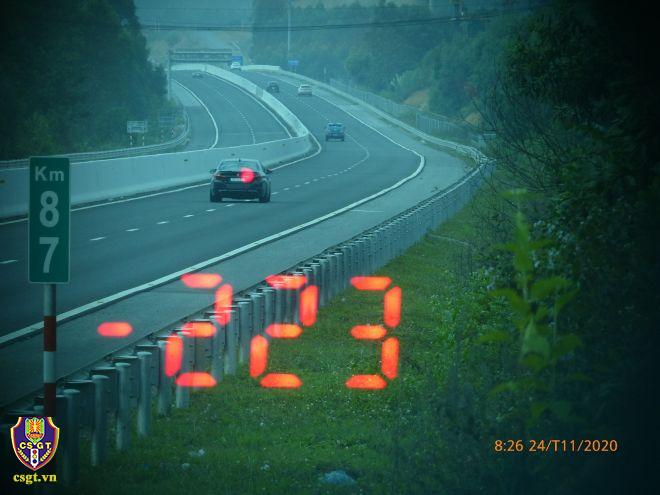 Hình ảnh ô tô đi với tốc độ 223km/h được ghi lại. Ảnh: Cục cảnh sát giao thông