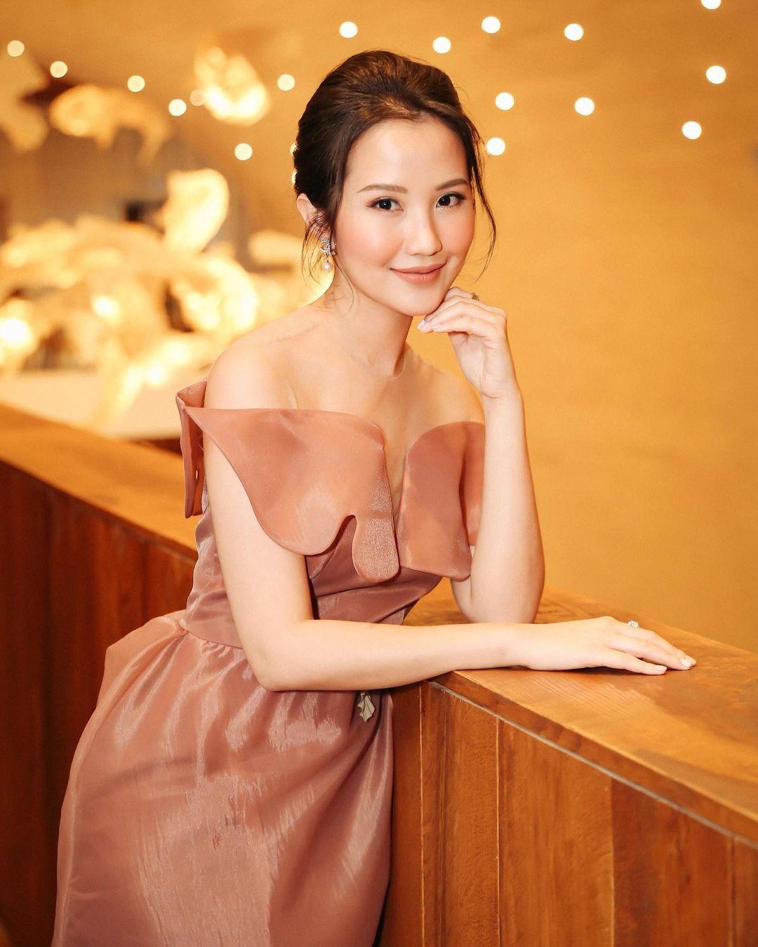 Ở các sự kiện thời trang, làm đẹp, Primmy Trương luôn được đánh giá cao vì phong thái nhẹ nhàng, thanh cao. Cô vẫn trung thành cùng tiêu chí đơn giản mà sang giống như phong cách đời thường.