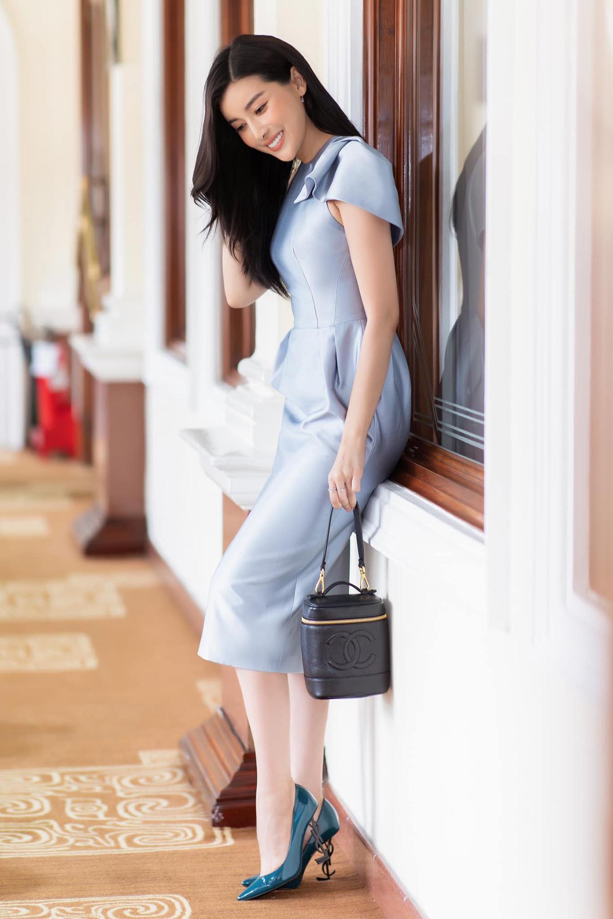 Dù có thân hình gợi cảm, Cao Thái Hà ít khi mặc đồ kiệm vải. Thời trang thanh lịch giúp nữ diễn viên luôn giữ hình tượng mỗi khi xuất hiện,