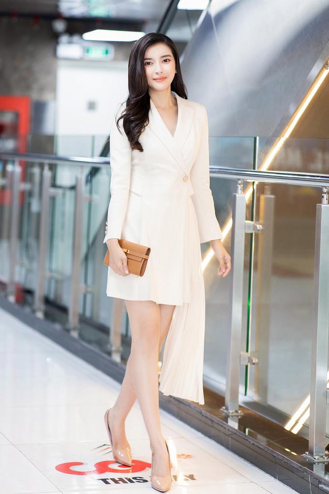 Khi đi sự kiện, nữ diễn viên chú trọng mix&match những món phụ kiện hàng hiệu. Cô thường mặc trang phục của các nhà thiết kế trong nước, đi kèm giày và túi xách của Hermes, Dior, Chanel...