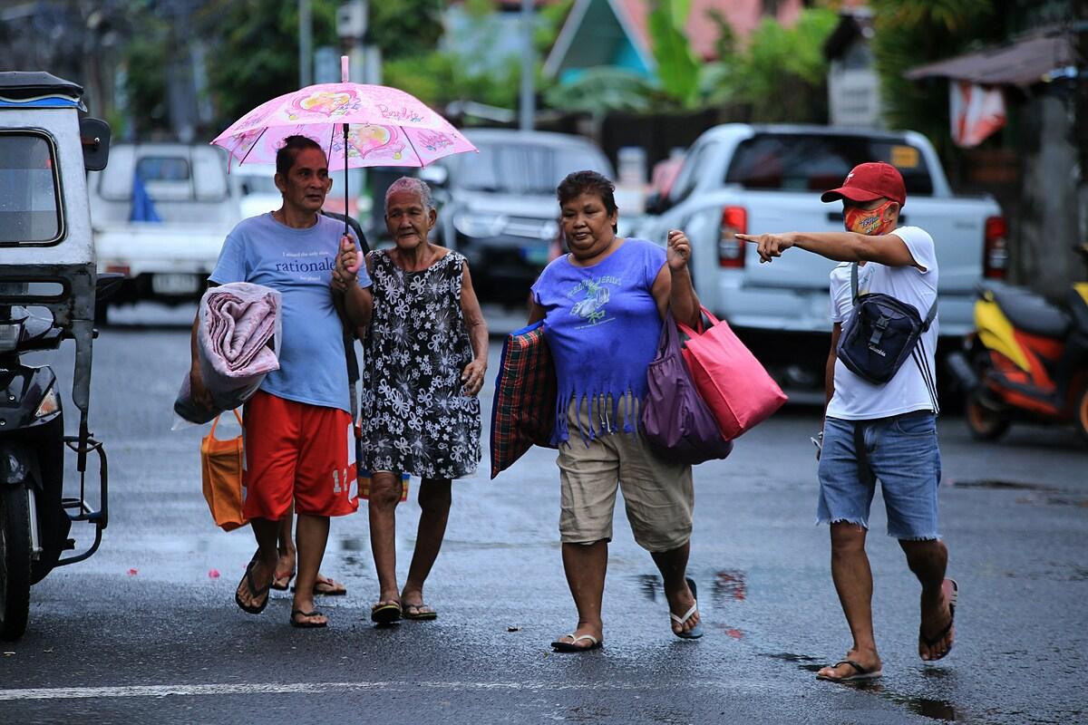 Philippines hứng chịu khoảng 20 cơn bão mỗi năm. Cùng với động đất và núi lửa phun trào, nước này trở thành một trong những quốc gia hứng chịu nhiều thảm họa nhất thế giới.