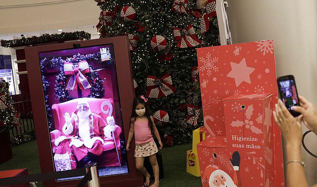 Trẻ em sẽ được chụp ảnh với ông già Noel phiên bản online.