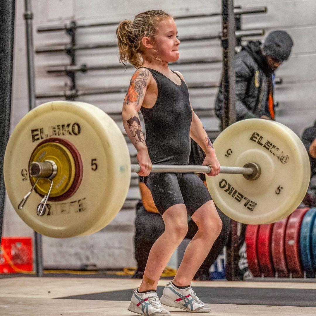 Bé gái 7 tuổi nâng tạ 80 kg - 5