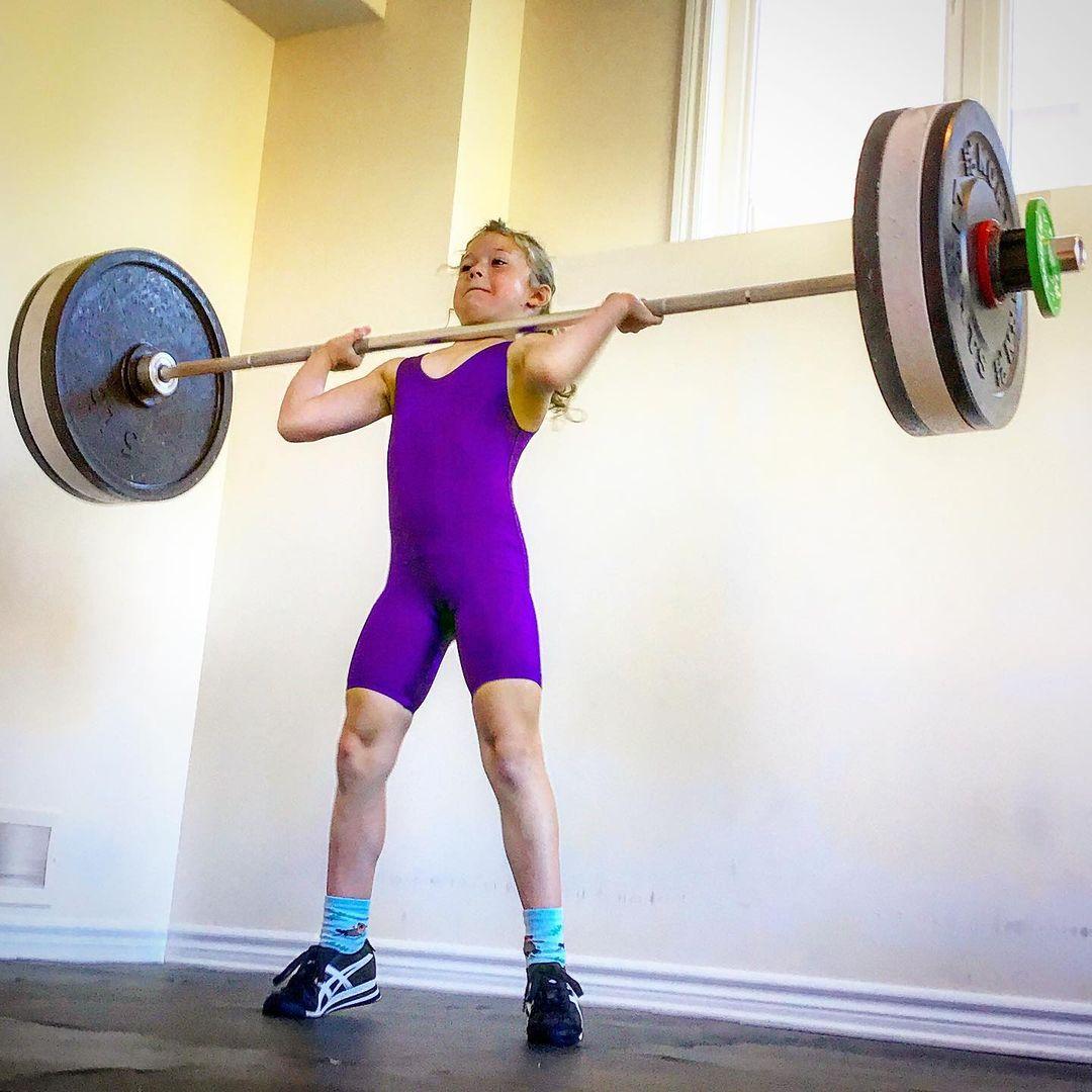 Bé gái 7 tuổi nâng tạ 80 kg - 3