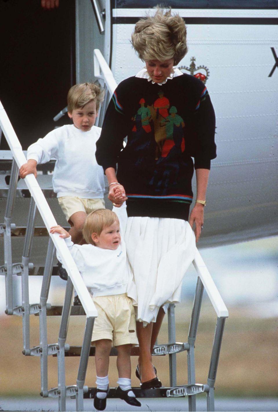 Mặc quần short cũng là luật mà bố và chú của cậu bé, Hoàng tử William và Harry, phải tuân theo khi còn nhỏ.