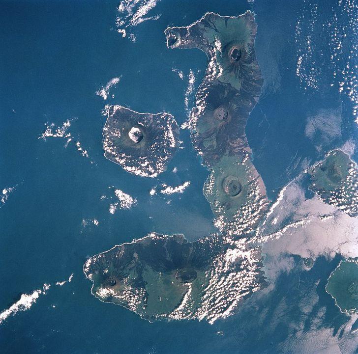 Những hòn đảo lạ lùng hình cá ngựa, gà, pizza... - 6