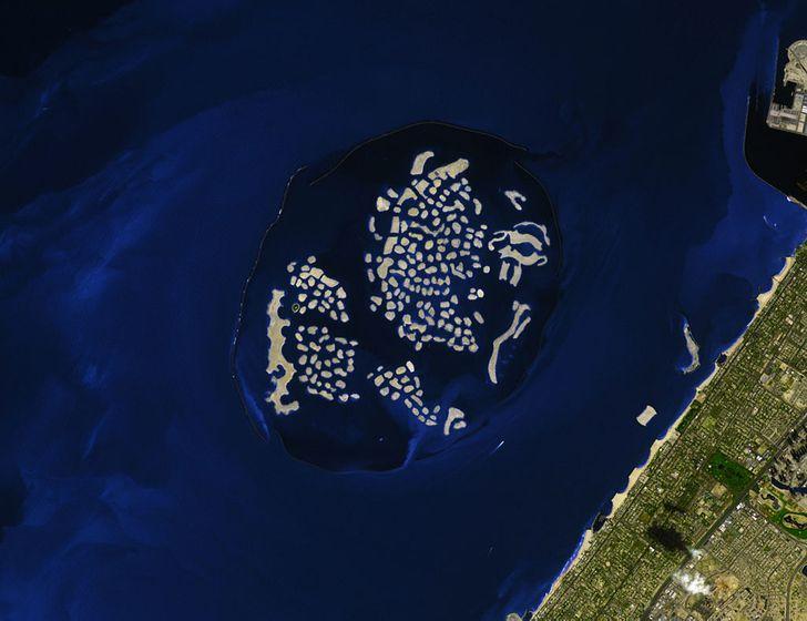 Những hòn đảo lạ lùng hình cá ngựa, gà, pizza... - 16