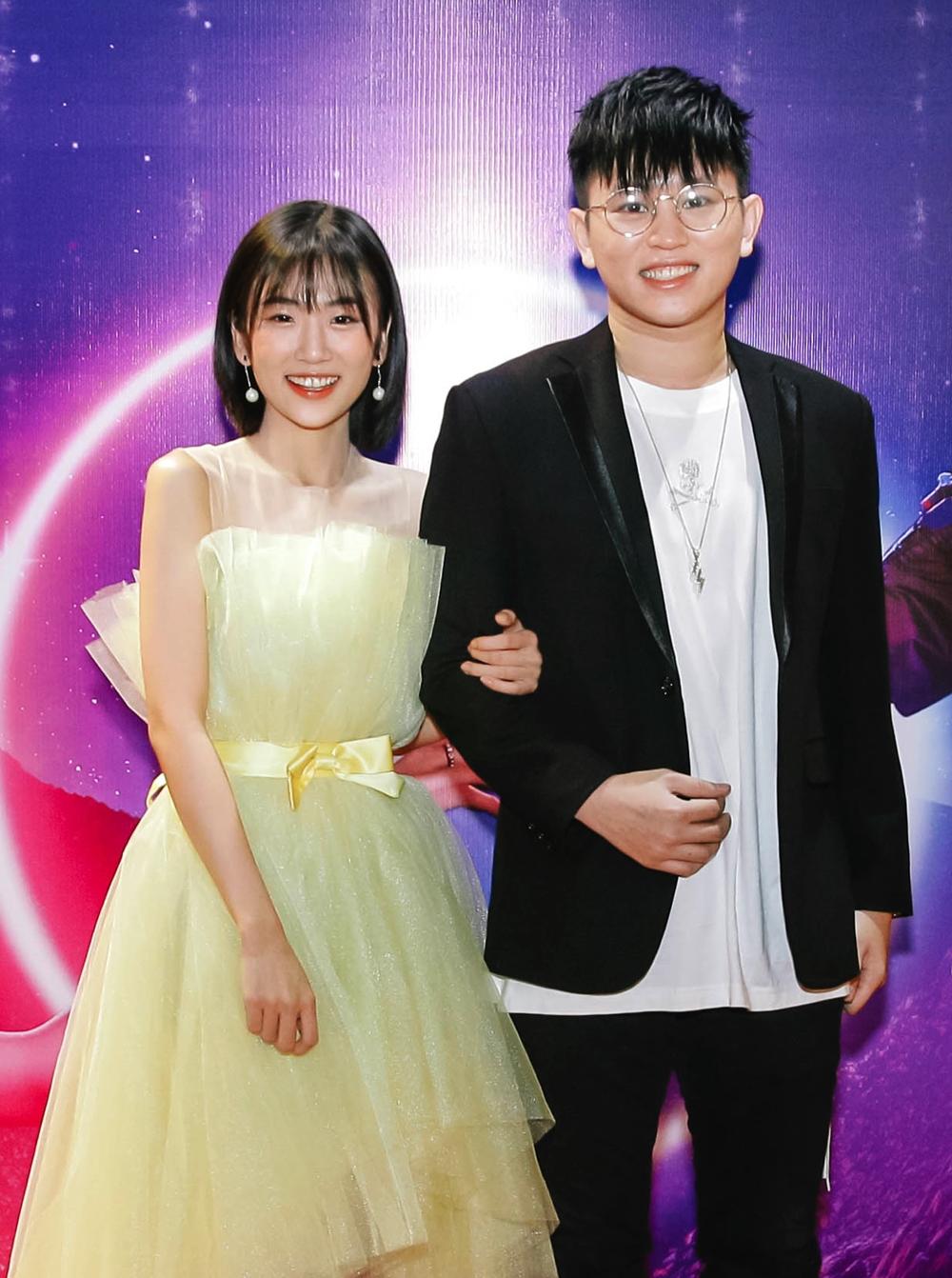 Trang Yue là tân binh của Vpop. Cô vừa cho ra mắt MV Thương anh, kết hợp với nam rapper nổi tiếng B Ray. Việc B Ray xuất hiện trong một sản phẩm cùng một gương mặt nữ gây chú ý bởi trước đó nàng thơ của anh là Amee, từng tạo nên các bản hit như... Lần này, Trang Yue sẽ thay thế Amee khiến fan B Ray cũng được dịp xôn xao.