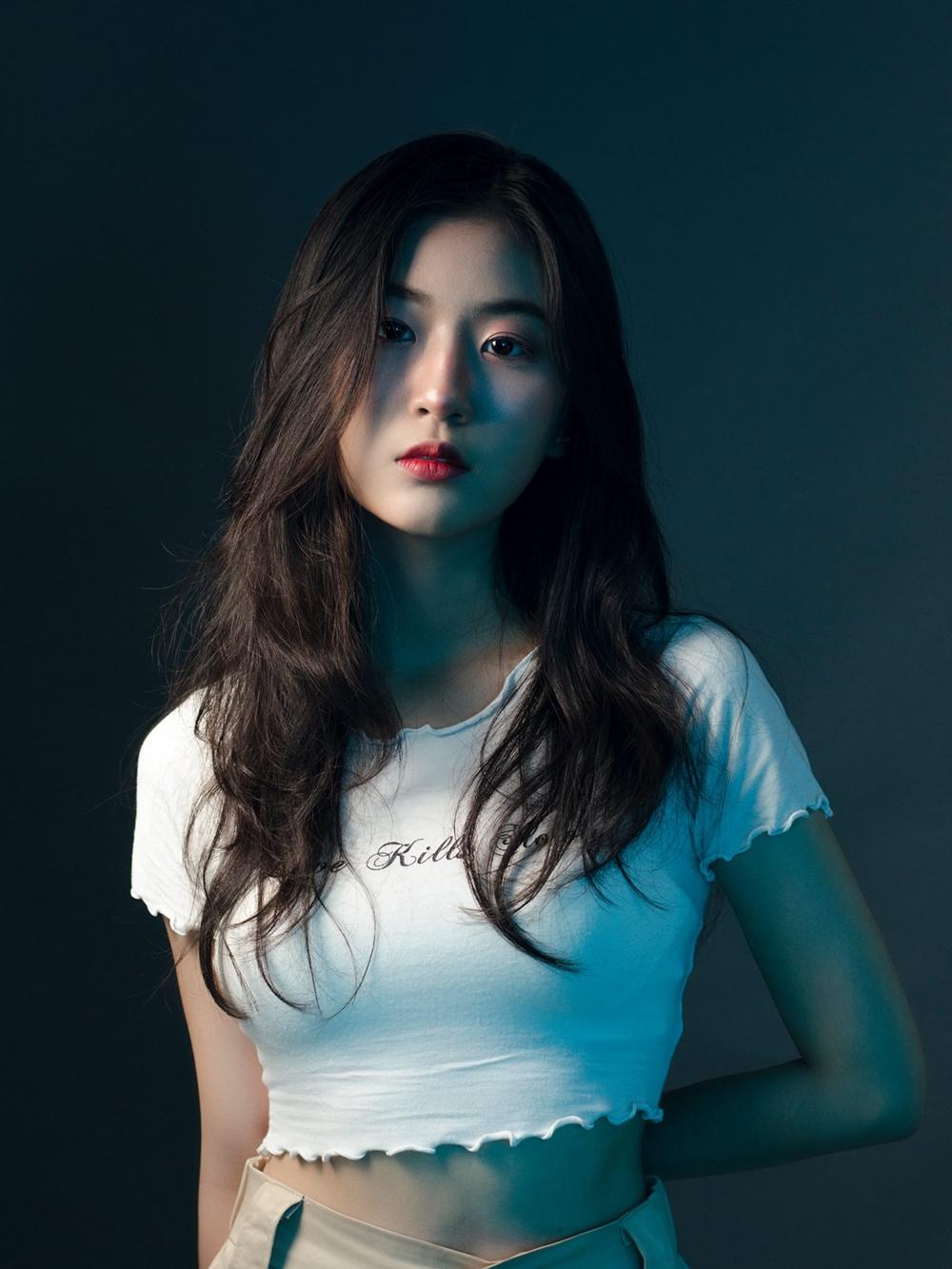 Cô được nhận xét có khả năng diễn xuất, vũ đạo và giọng hát cá tính. Ngoài hát, cô còn có khả năng sáng tác.