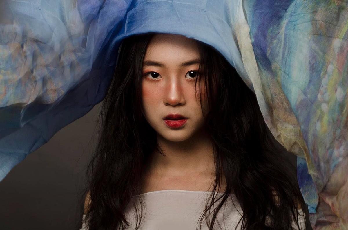 Trang Yue, tên thật là Huỳnh Anh Trang, sinh năm 1999, có vẻ ngoài xinh đẹp. Cô từng góp mặt trong các phim sitcom học đường như Tuổi dậy thì, Tình đầu đại ca...