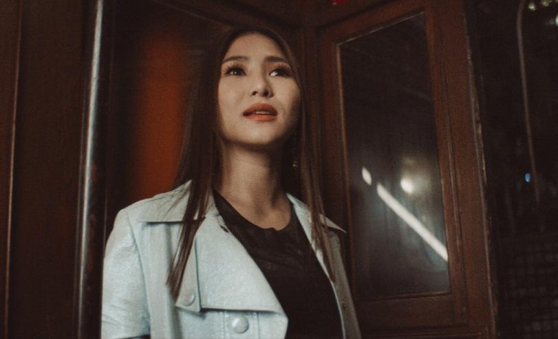 Hương Tràm nhớ nhà khi làm MV Tết.