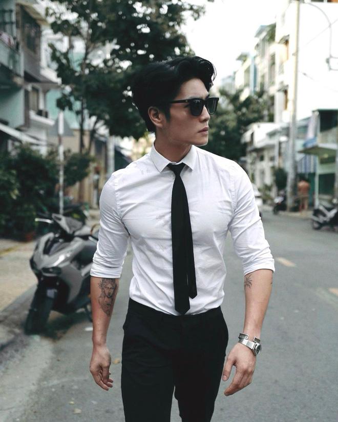 Sau khi được chú ý, Huy Trần bắt đầu xuất hiện ở nhiều sự kiện của showbiz. Anh còn được mời làm mẫu ảnh cho nhiều nhãn hàng thời trang trong nước.