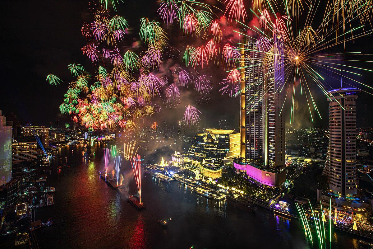 Những màn pháo hoa chào đón năm mới tại Countdown là điều quen thuộc mỗi năm.