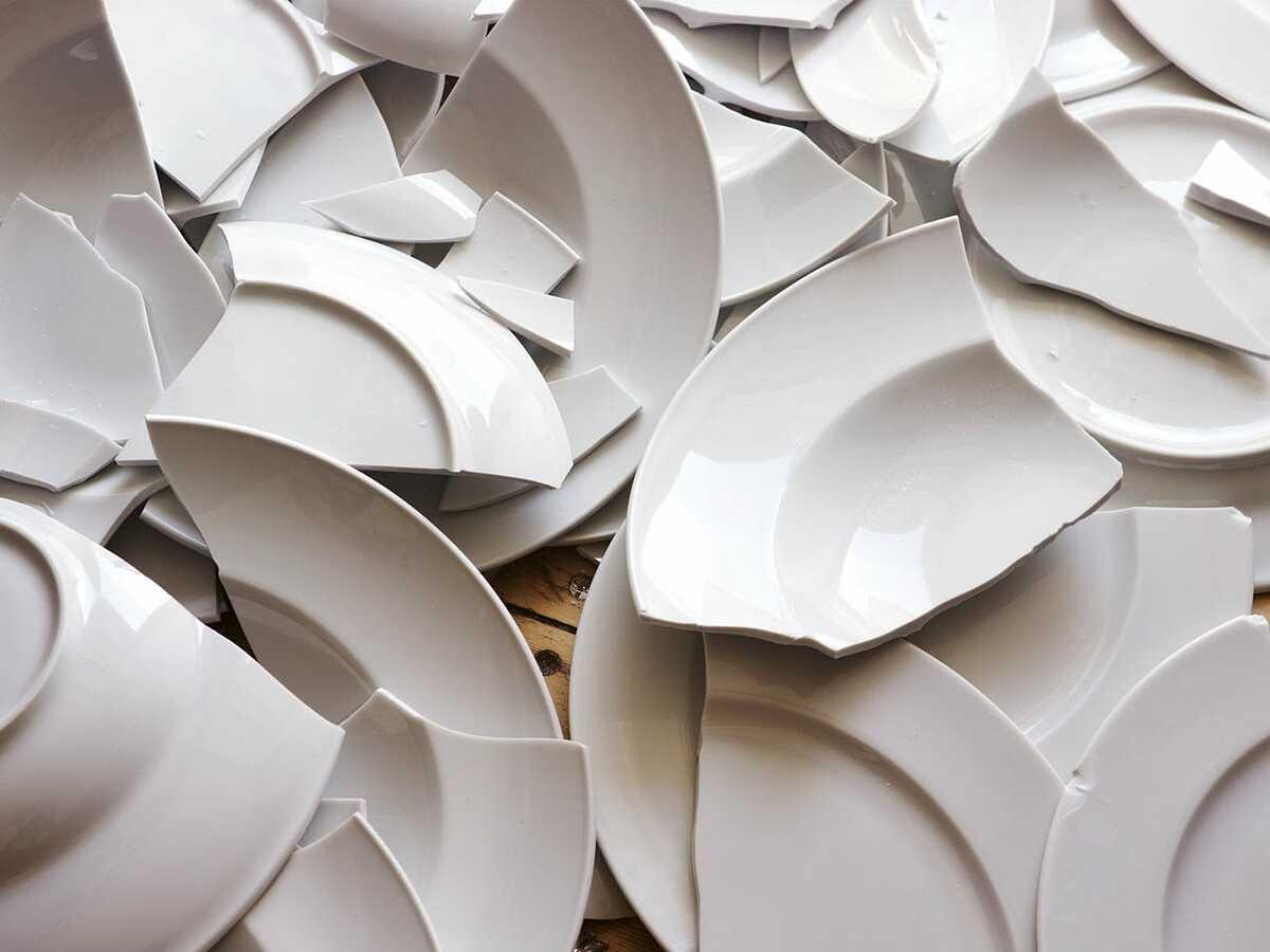 Đĩa bị vỡ là một dấu hiệu của vận may. Ảnh: Wemimages / Shutterstock