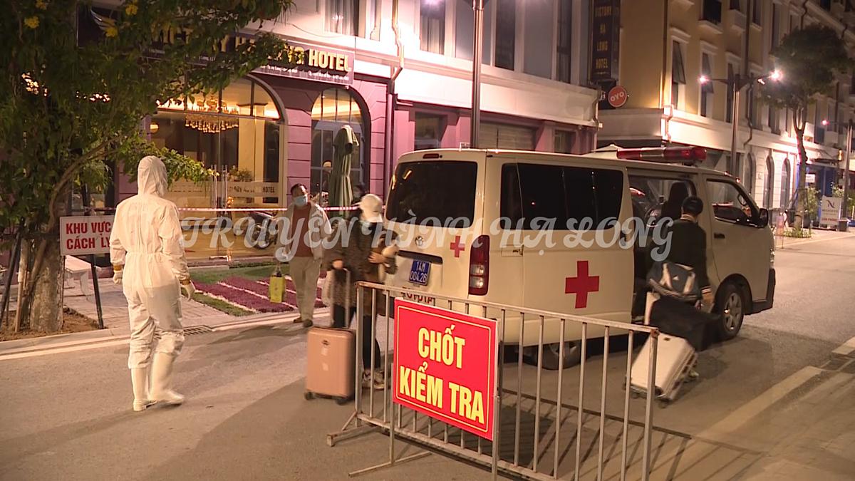 Phong tỏa và thực hiện các biện pháp phòng dịch tại khách sạn của gia đình nơi F0 cư trú ( phường Bãi Cháy). Ảnh: CTTĐT Hạ Long